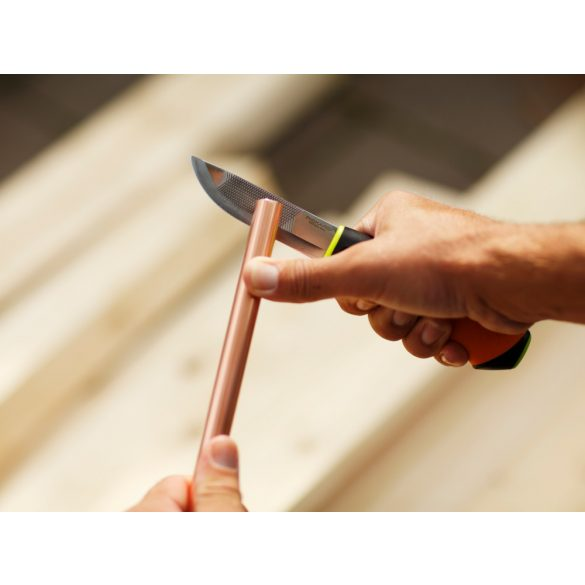 Hardware kés épületgépészeti munkákhoz, tokba épített élezővel